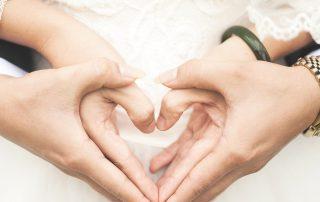 Hände in Herzform